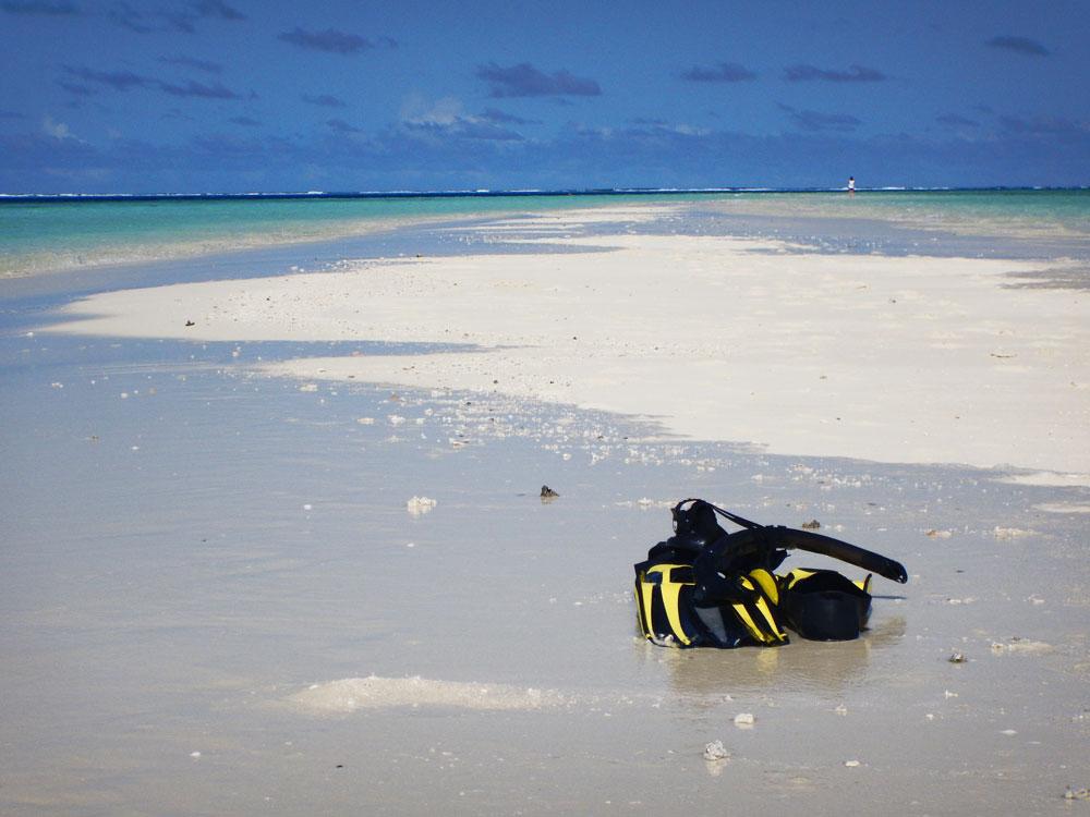 Snorkeling Gangehi Island Resort, Maldives