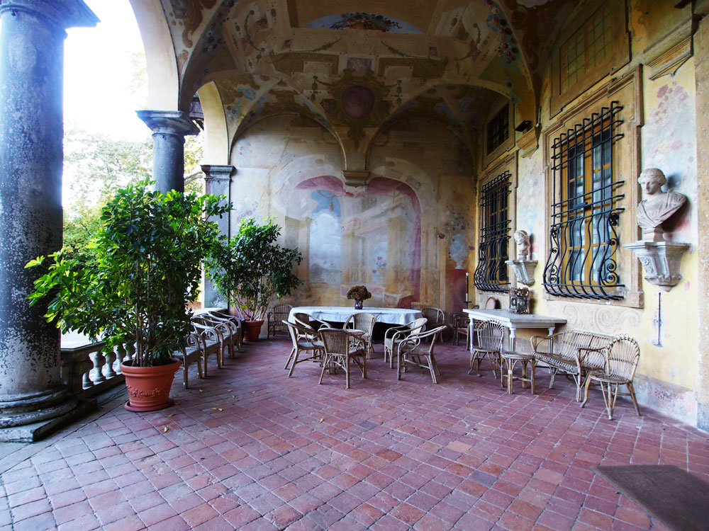 villa-torrigiani-lucca-entrata-palazzo.jpg