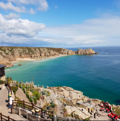 Minack Theatre and Porthcurno beach Photo @sandarumk (instagram))