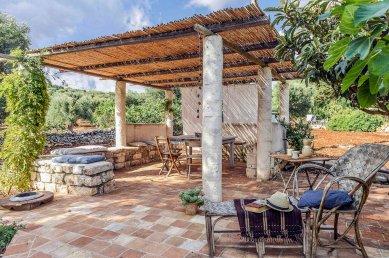 Trullo a La Brocante, Puglia Photo Courtesy www.trullalle.com