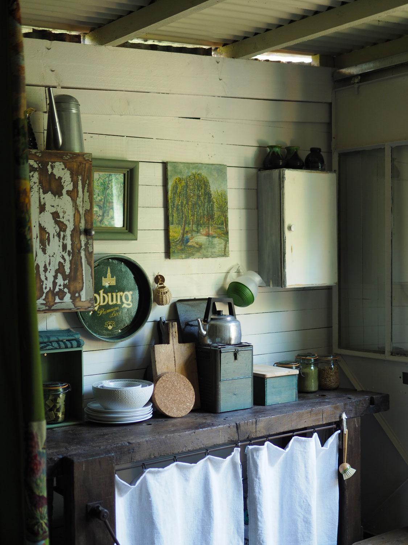 l-epicerie-de-venat-la-cabane-kitchen.jpg