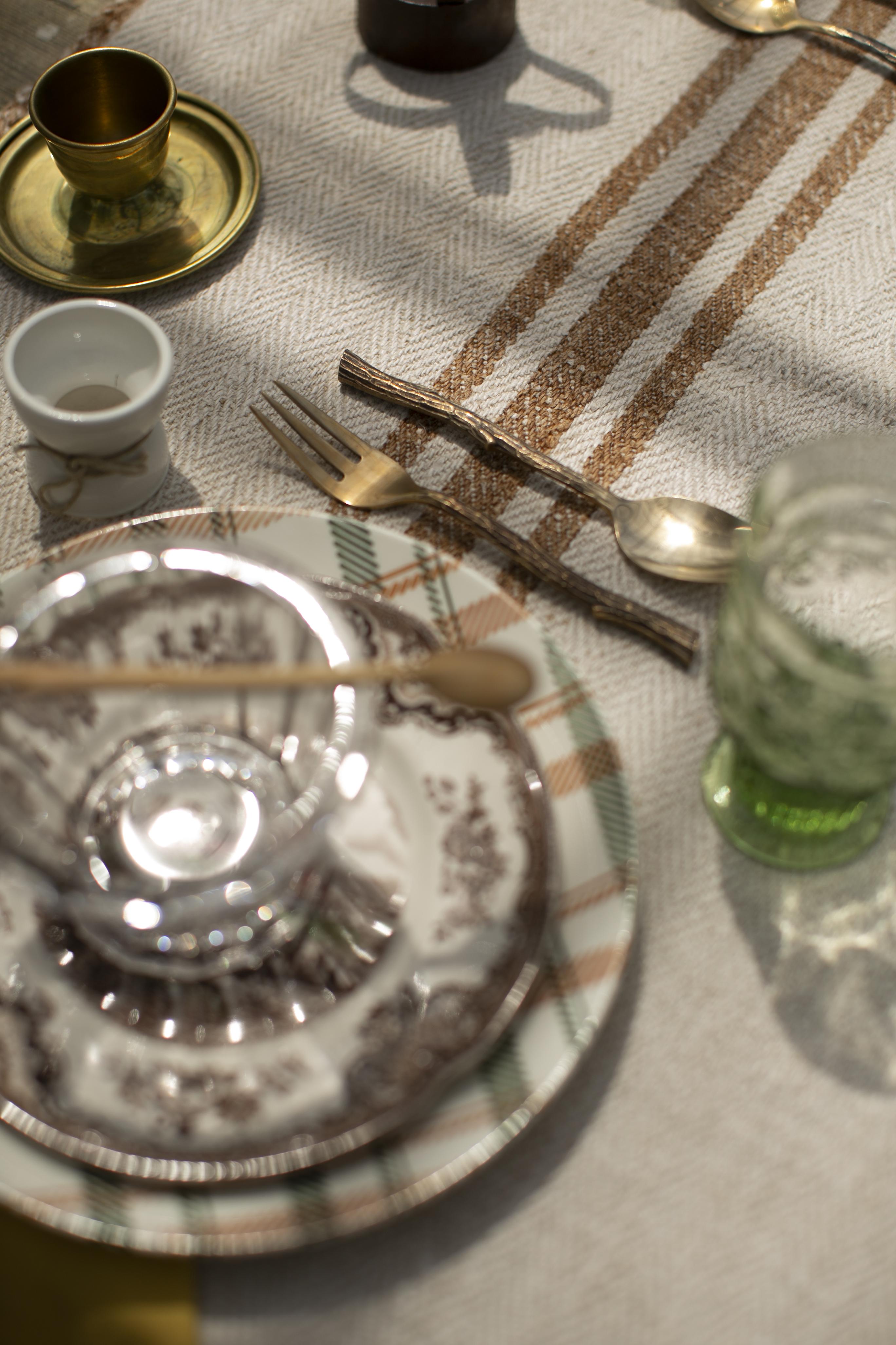 Runner in canapa vintage con rigo senape, Fait Maison Italy (Ph @lamottecostanza)